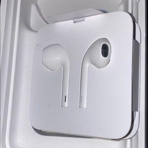 🛍 Apple Earphones